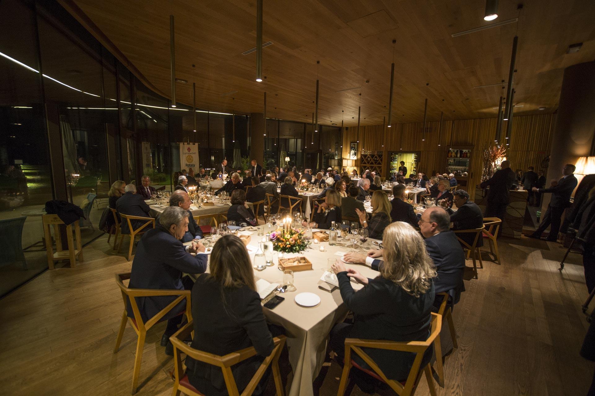La sala del ristorante Rinuccio 1180, presso le cantine Antinori nel Chianti Classico, dove il Rotarian Gourmet è stato presentato