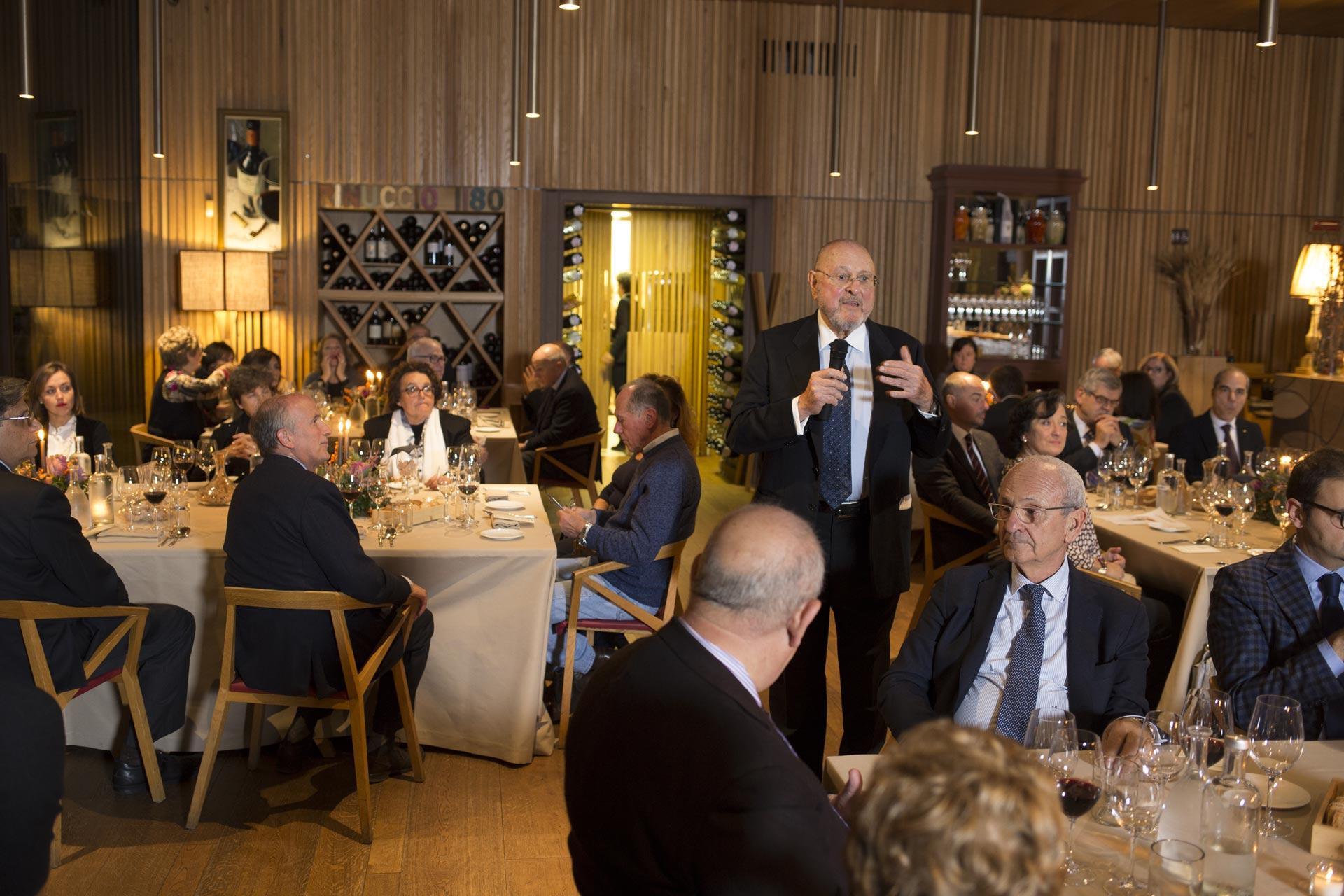 Il vice-presidente del Rotarian Gourmet, Ulisse Vivarelli, ha organizzato l'evento di presentazione fiorentino