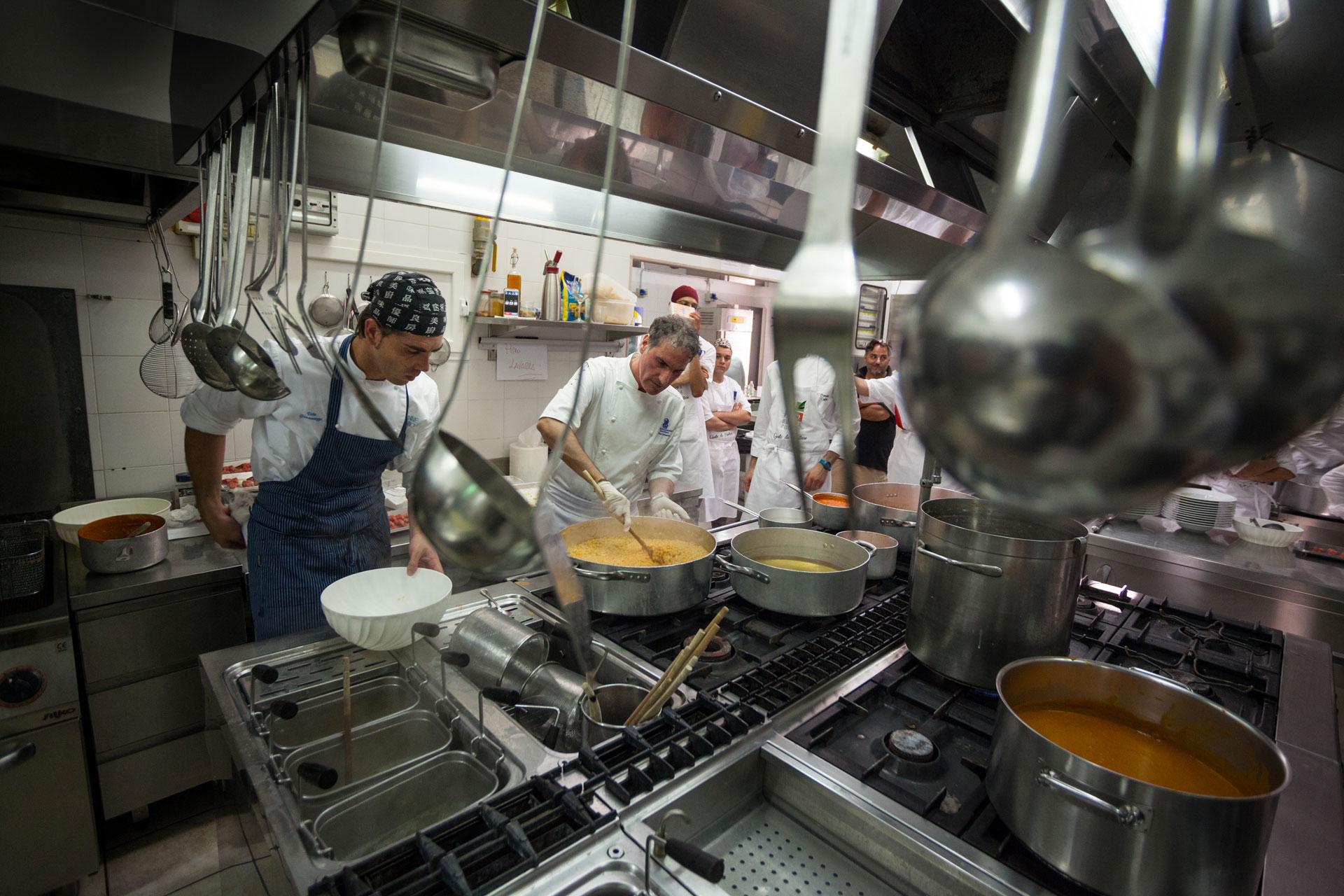 """Pino Lavarra, ospite del ristorante da Tuccino durante """"il pranzo Possibile"""" per la raccolta fondi per la ricerca contro la SLA"""