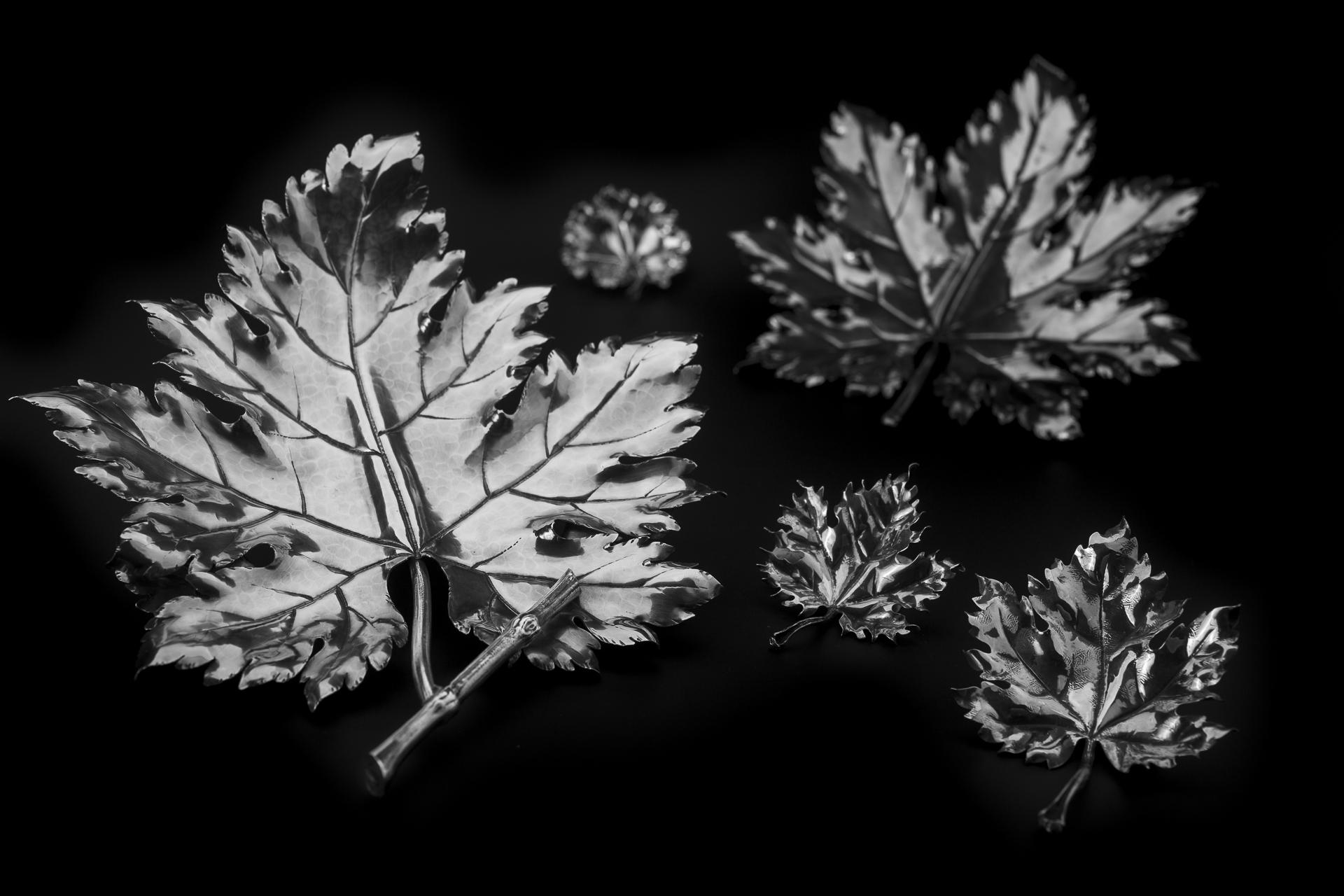 Una delle creazioni contemporanee della gioielleria Buccellati sono le foglie d'argento.